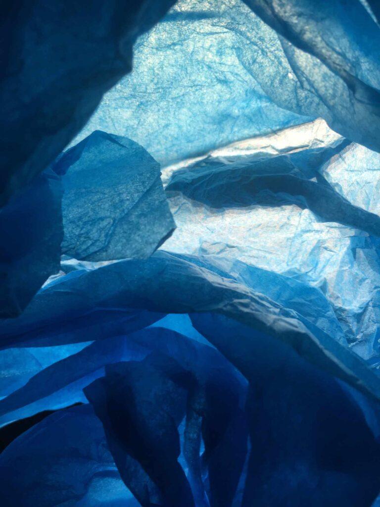 Bild: waste-art Blau-Weiss, ein Abfallbild von Georg Marbet