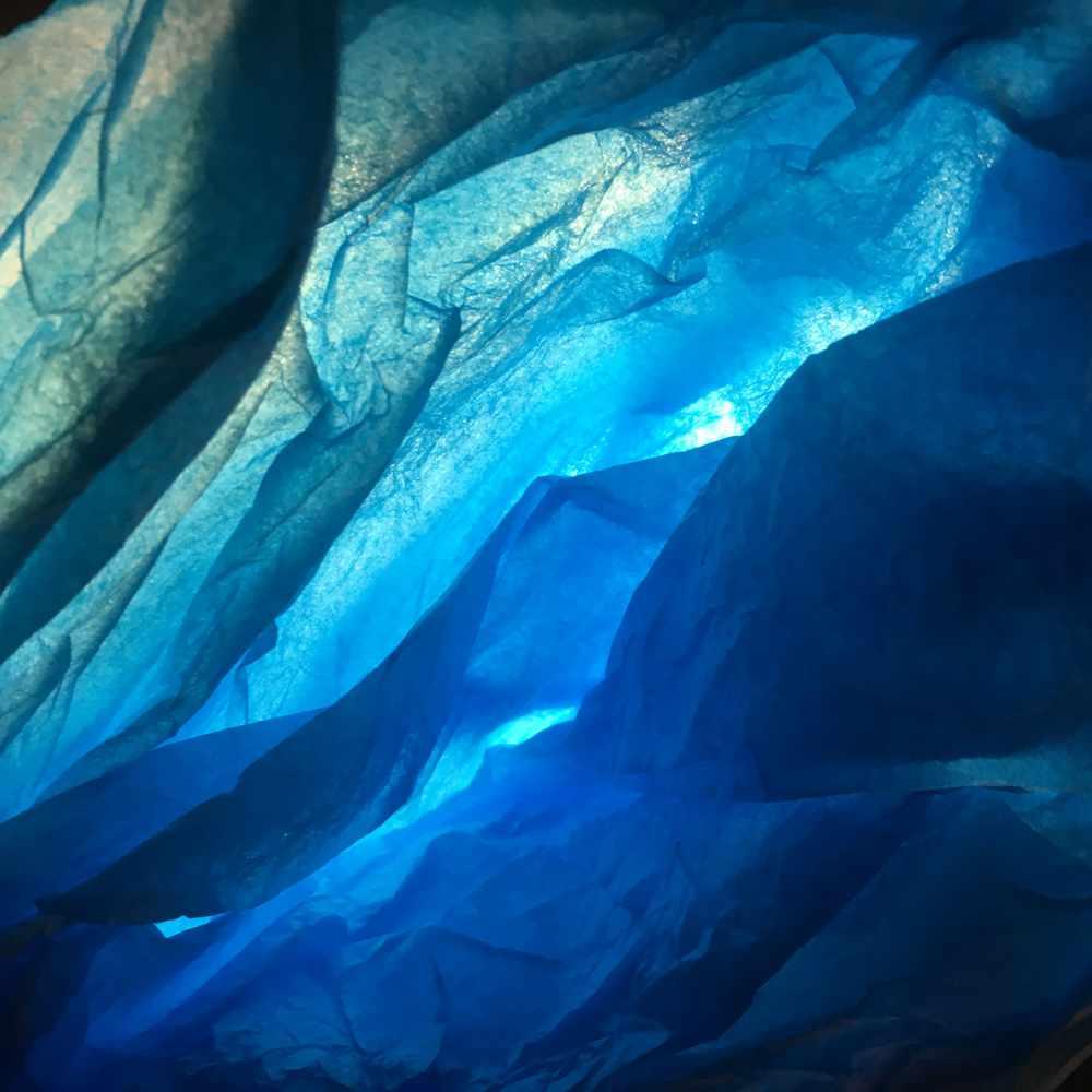 waste-art Blau-Weiss, ein Abfallbild von Georg Marbet